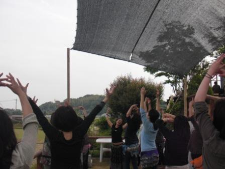 ベリーダンス健康法in田んぼ