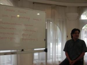 「インド人ヨギ、ラージ先生から本場のチャンティングを学ぶ①」
