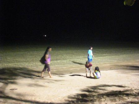 夜まで遊ぶシャンティーとウリちゃん