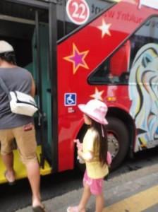二階建てバスでシティ観光